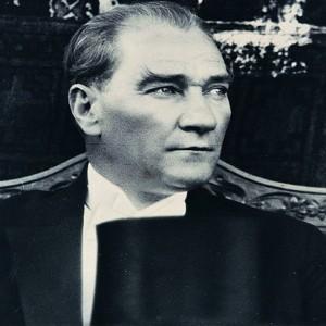 Benzersiz Atatürk – Daver Darende